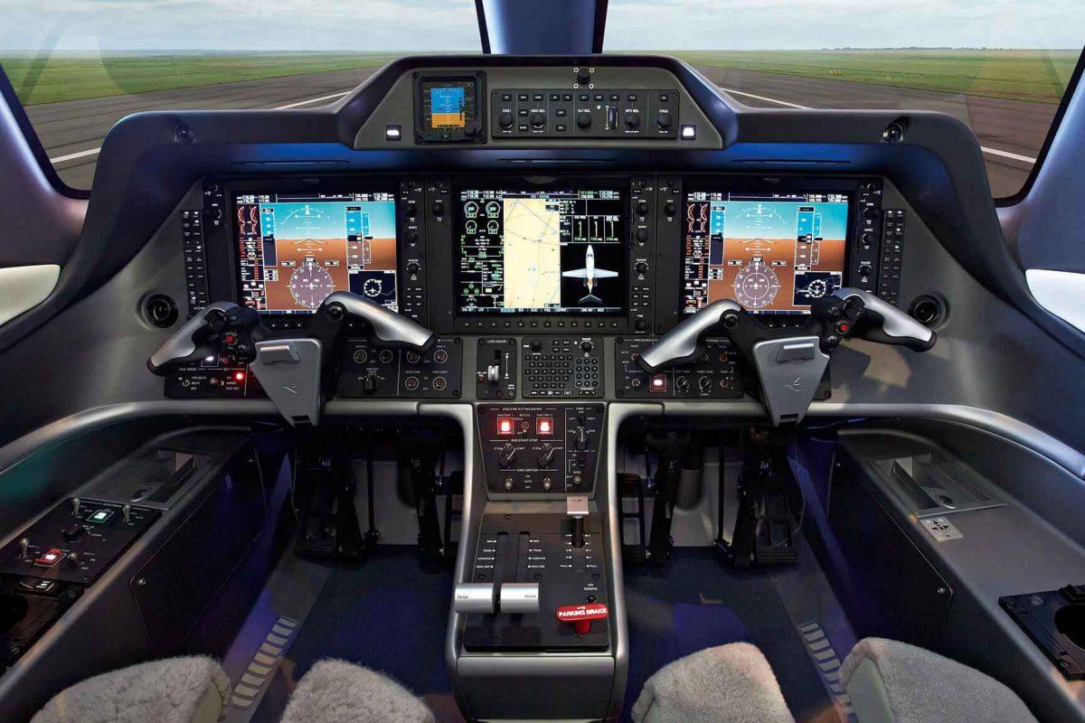 Phenom-100-FlyAcross-interior3